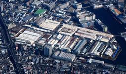 鉄道車両を製造する川崎重工業兵庫工場=神戸市兵庫区和田山通2(2016年11月撮影)