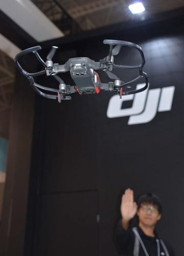 ジェスチャーでコントロールするデモフライトが人気のMAVIC AIR。