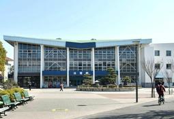 実際の市立伊丹スポーツセンター体育館。「全国高校なぎなた選抜大会」が毎年開かれている=伊丹市鴻池1