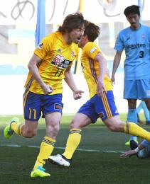 仙台-神戸 後半41分、ゴール前のこぼれ球を押し込み、喜びを爆発させる仙台・石原(小林一成撮影)
