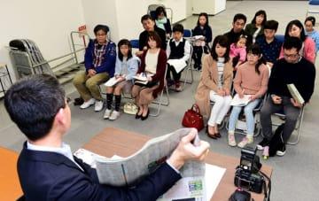 こども記者が記事の書き方や取材方法について学んだ講習会=11日午後、宮崎市・宮日会館