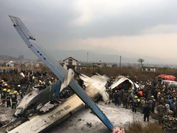 着陸に失敗し大破したバングラデシュからの旅客機=12日、ネパールの首都カトマンズ(AP=共同)