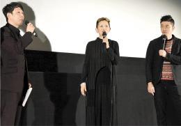 舞台あいさつする(左から)鹿野さん、夏木さん、榊監督