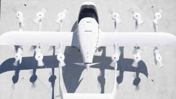 Coraは左右の翼に合計で12個のプロペラがあり垂直に離着陸できる