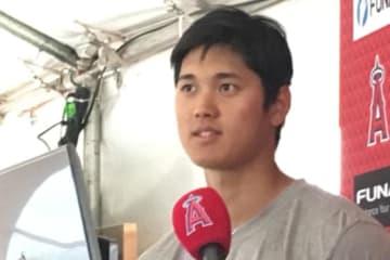 ロッキーズ戦に登板後、インタビューに応じたエンゼルス・大谷翔平【写真:盆子原浩二】