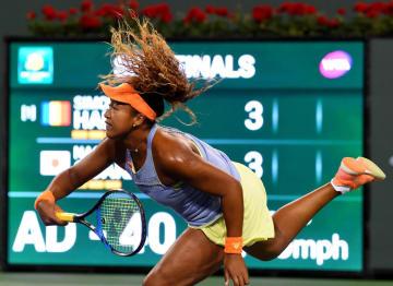 テニスのBNPパリバ・オープン準決勝、世界1位のシモナ・ハレプを破った大坂なおみ=16日、米カリフォルニア州インディアンウェルズ(USA TODAY・ロイター=共同)