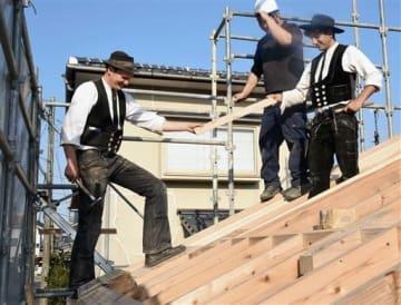 日本の工法学べ 欧州の大工2人、熊本市で修行中