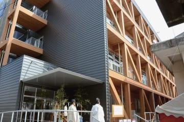 新校舎は木造4階 八代市・秀岳館高で竣工式