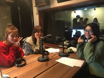 左から、楓さん、佐藤晴美さん、眞鍋かをり