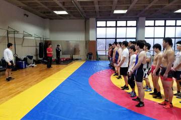 山梨学院大で合宿をスタートした男子フリースタイルの全日本チーム