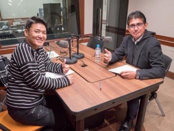 鈴木亜久里さん(右)と、パーソナリティの丸山茂樹