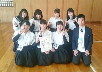 初の準優勝に輝いた女子北陸のメンバー=名古屋市の日本ガイシスポーツプラザ弓道場