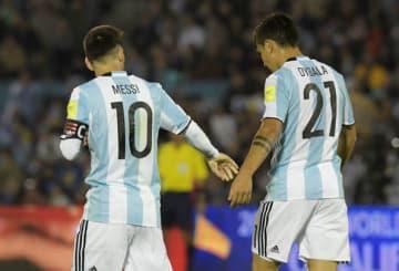 アルゼンチン代表でともに戦うメッシ(左)とディバラ(右)photo/Getty Images