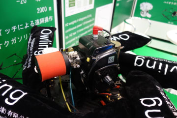 ZENOAH(ゼノア)社のガソリンエンジンを採用しているRICHENPOWERのドローン用ハイブリッドエンジン(田中亘撮影)