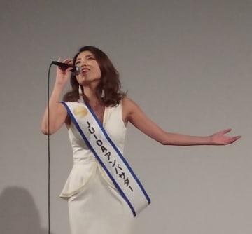 Japan Drone 2018のレセプションで〝fly〟を熱唱するSaasha
