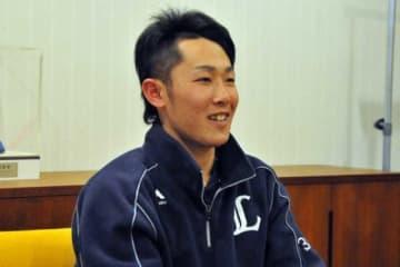 笑顔でインタビューに応じた西武・伊藤翔【写真:篠崎有理枝】