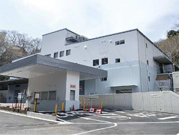 完成したリサイクルセンター(大磯町虫窪53)手前は搬入・搬出物の重さを量る計量棟