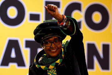 南アフリカの故マンデラ元大統領の前妻ウィニー・マンデラ氏=2017年12月、南ア・ヨハネスブルク(ロイター=共同)