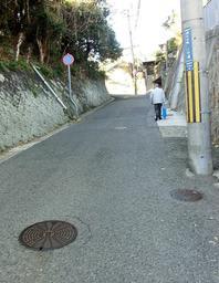 山陽電鉄山陽須磨駅西側の「きつね坂」=神戸市須磨区