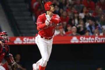 1打席目、メジャー初本塁打を放ったエンゼルス・大谷翔平【写真:西山和明】