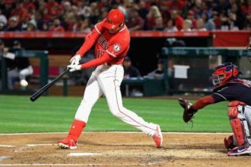 1打席目、メジャー初本塁打を放ったエンゼルス・大谷翔平【写真:Getty Images】