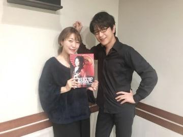 及川光博さん(右)と、番組パーソナリティの坂本美雨