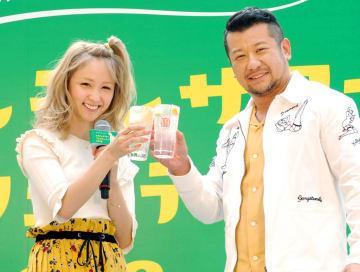 イベントに登場したDream Ami(左)とケンドーコバヤシ=5日、東京都内