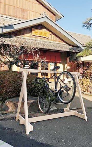神奈川県産のヒノキで作られたラック