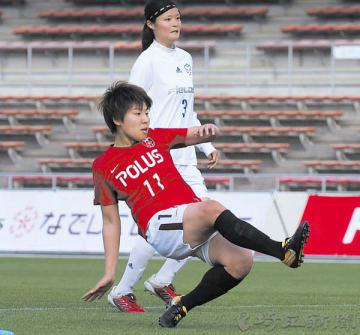 A組 浦和―日体大フィールズ横浜 後半17分、浦和の清家(11)が追加点を奪う