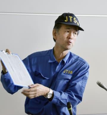 関西空港で取材に応じる運輸安全委員会の吉田真治主管調査官=11日午後
