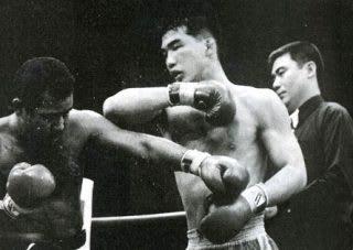 村上竜司(左)との一戦はキックvs空手として話題になった