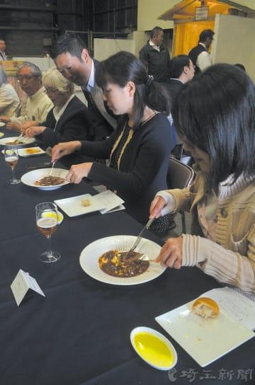 レストランを訪れた20人は本物の県産食材の味わいを楽しんだ=川島町の笛木醤油