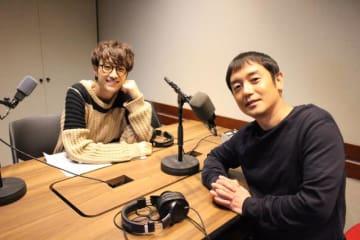 北川悠仁(左)と、岩沢厚治