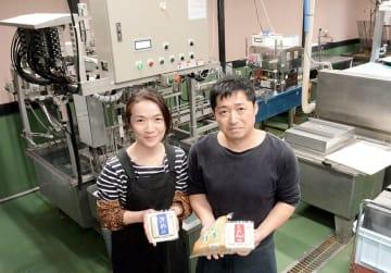 経営していた豆腐料理店内を改装し、豆腐製品の製造を再開した大塚健司さんと妻幸美さん=阿蘇市