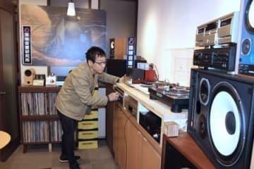 SLの汽笛や走行音などが古い音響機器で楽しめる「0番線音響研究所」=新潟市秋葉区