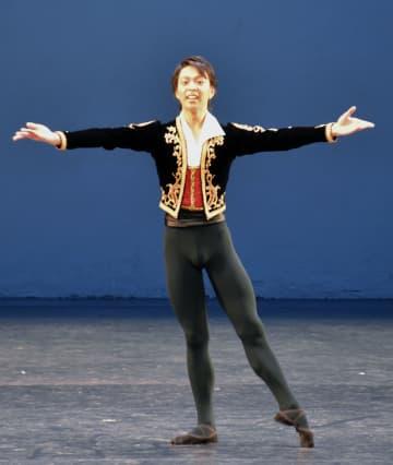 バレエの国際コンクール「ユース・アメリカ・グランプリ」で踊る松浦祐磨さん=18日、ニューヨーク(共同)