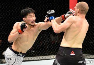 UFC初の連勝を狙う中村(左)