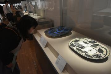 フィンランドの陶芸の傑作を中心に並べ、歴史や魅力を紹介する=笠間市笠間