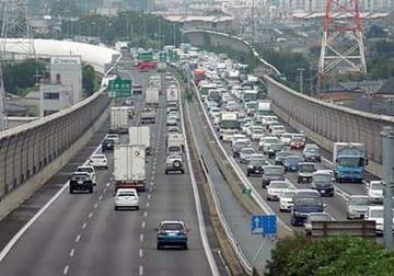 新名神開通前で渋滞する中国道宝塚東トンネル付近(NEXCO西日本提供)