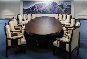 板門店「平和の家」に設けられた「2018南北首脳会談」の会談場。共同取材団提供。