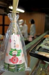大津祭のキャラクター「ちま吉」をあしらったちまき(大津市中央2丁目・「餅兵」)