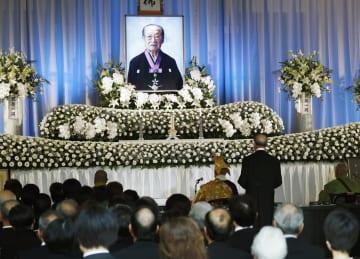 大阪市の葬祭場で営まれた竹本住太夫さんの葬儀・告別式=1日午後