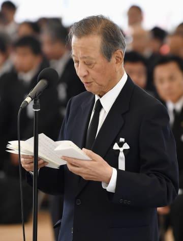 水俣病の犠牲者慰霊式で、言葉を述べるチッソの後藤舜吉社長=1日午後、熊本県水俣市