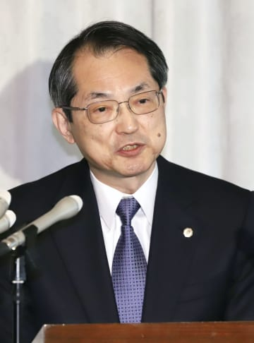 記者会見する最高裁の大谷直人長官=4月26日、最高裁判所