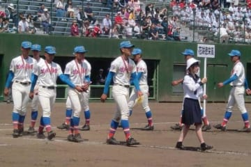 浦和学院に敗れ惜しくも準優勝となった花咲徳栄の選手たち【写真:河野正】