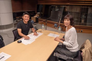 大林素子さん(右)と、パーソナリティの丸山茂樹