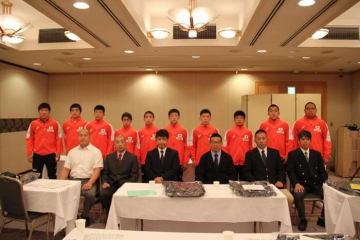 6日に成田空港近くのホテルに集合、7日にアジア・カデット選手権へ向かった男子グレコローマン・チーム=提供・全国高体連専門部