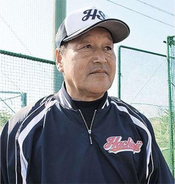 優しい目で選手を見つめる和田さん