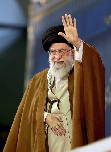 米国の核合意離脱を受け、演説するハメネイ師=9日、テヘラン(イラン最高指導者事務所提供・ゲッティ=共同)