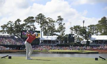 17番のアイランドグリーンがこの上ないドラマを見せてくれる Photo by Ryan Young/PGA TOUR